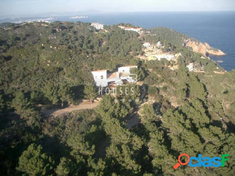 Enorme finca de 70000 m² junto del mar en la zona de Begur.
