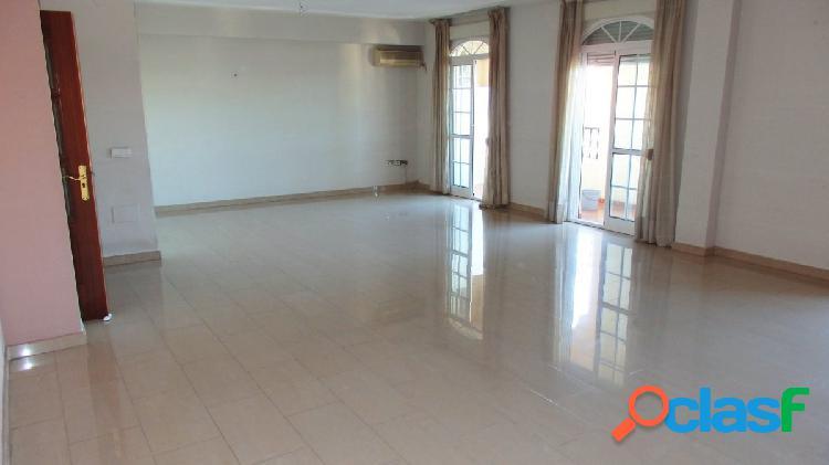 Estupendo piso en la zona baja de Los Pacos