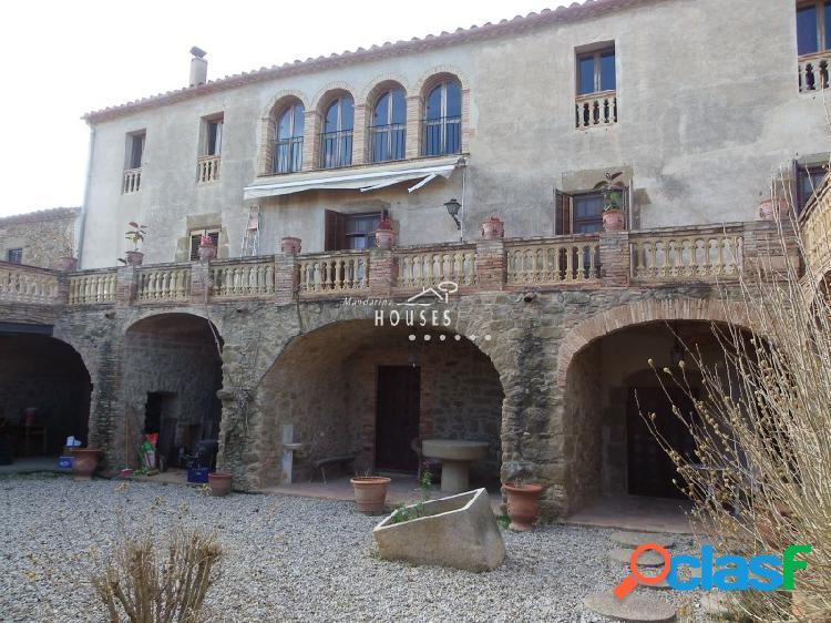 Gran casa de piedra en el centro de Rupià, magnífico