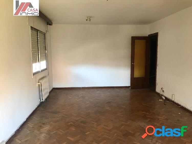 Se vende piso en pleno centro de Barbastro. 4 habitaciones