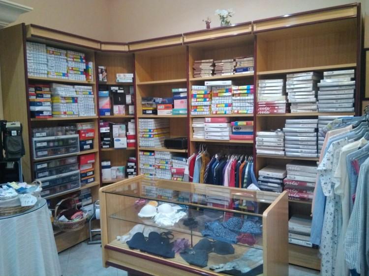 Vendo muebles de tienda en madera: estanterías y mostrador