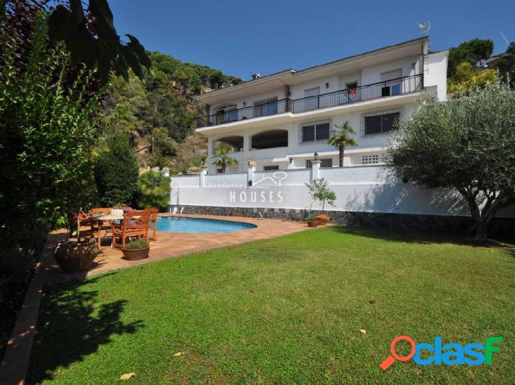 Villa con vistas al mar y piscina en Turó de Lloret, Costa