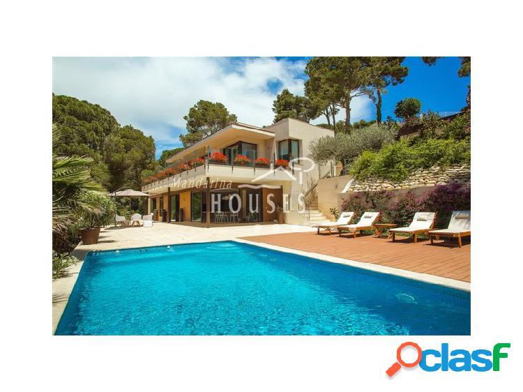 Villa de lujo con piscina situada en Tossa de Mar, con