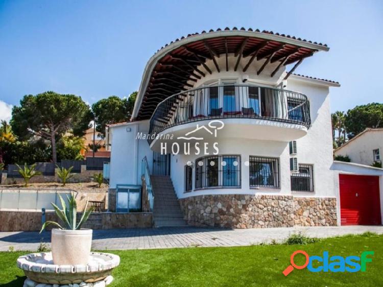 Villa en Lloret de Mar, con piscina y vistas al mar, Costa