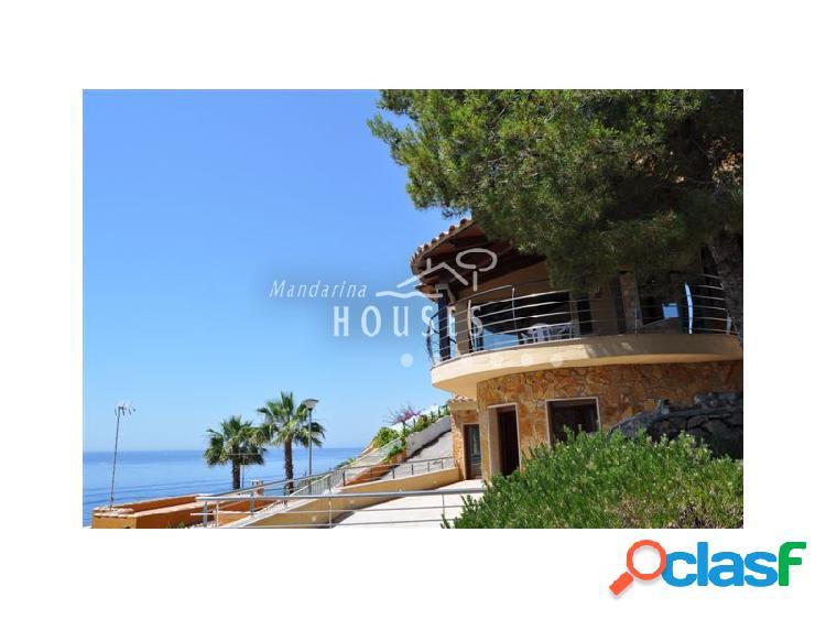Villa en venta con magnificas vistas al mar en Canyelles,
