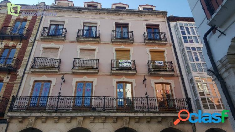 En Burgos. Plaza Mayor. Precioso apartamento de dos amplios