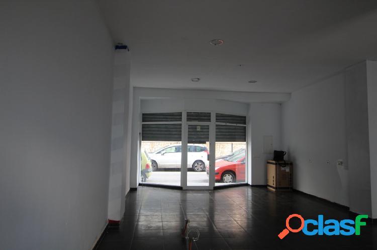 LOCAL COMERCIAL ZONA AVENIDA ARGENTINA DE 65 m2 más patio.