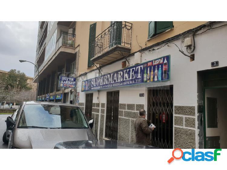 Local comercial con 130 m2 junto entre calle Oms y Plaza los