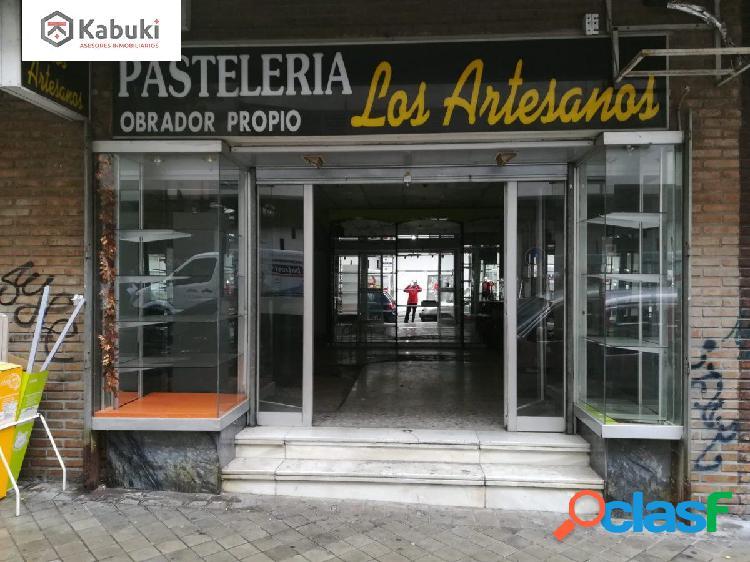 Magnífico local comercial en Calle Melchor Almagro,
