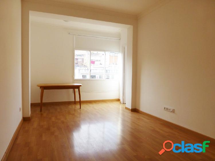 Piso de 3 habitaciones reformado en Vallcarca