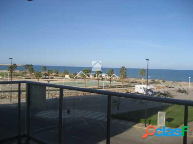 Precioso apartamento con vistas al mar situado en 1ª línea