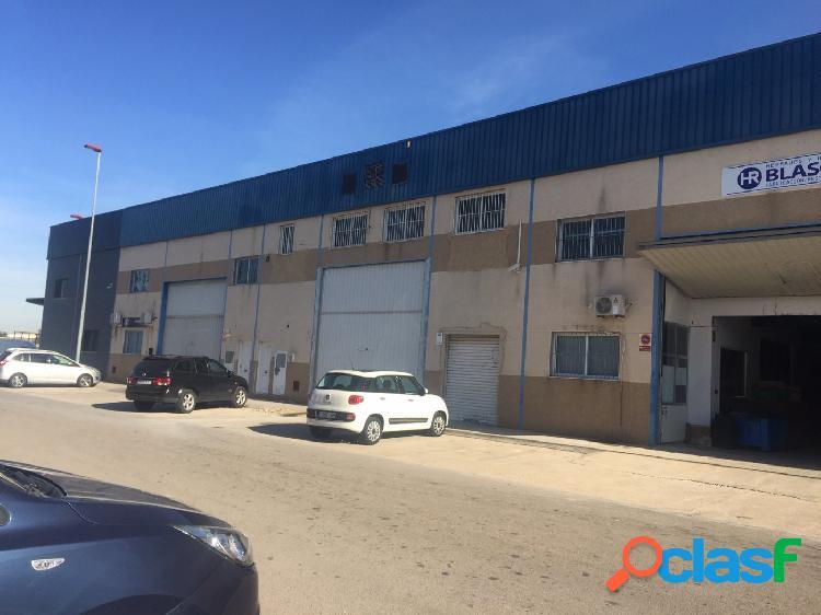 Se vende Nave industrial en Alacuás en el polígono