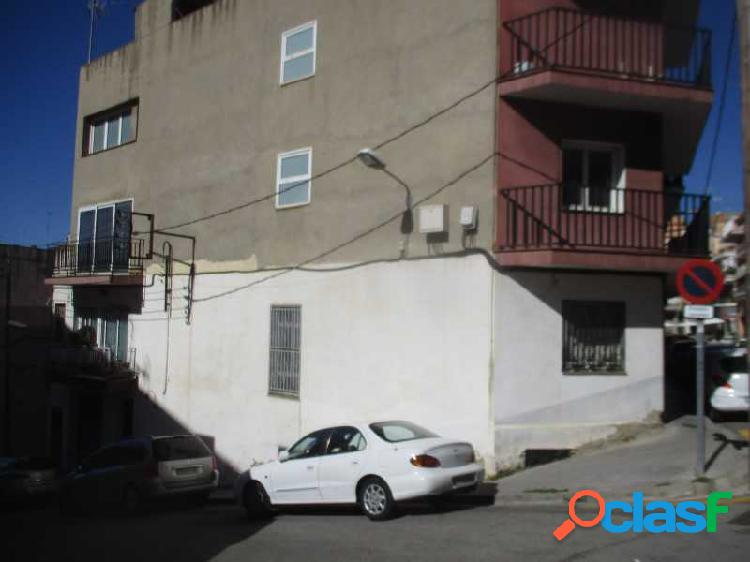 VIVIENDA Y LOCAL EN C/ LLORET DE MAR