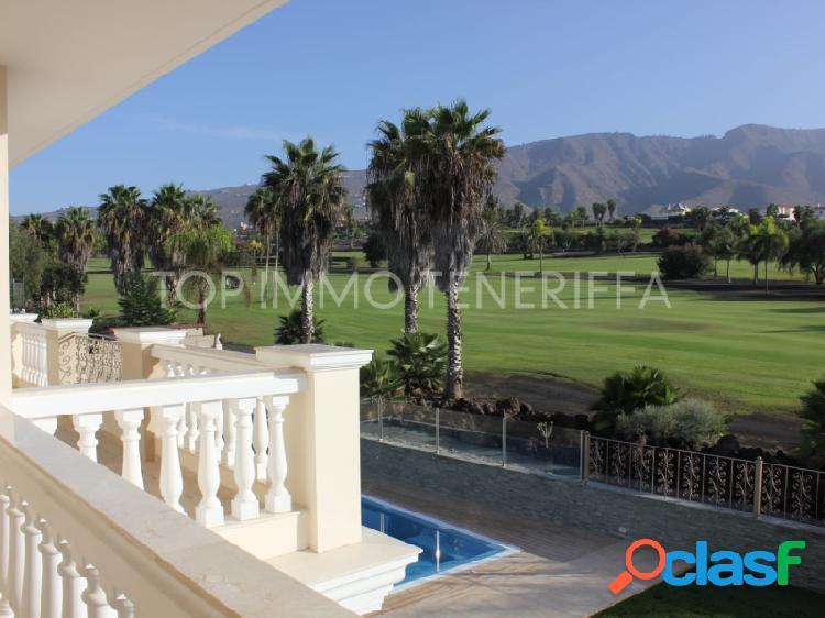 Villa de lujo en el golf de Costa Adeje con vistas al mar