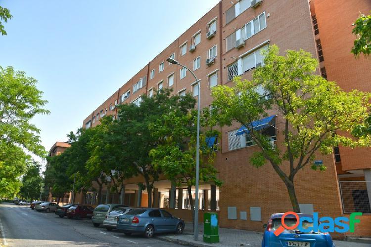 Gran Piso en La zarzuela 3 habitaciones, 2 baños, garaje.