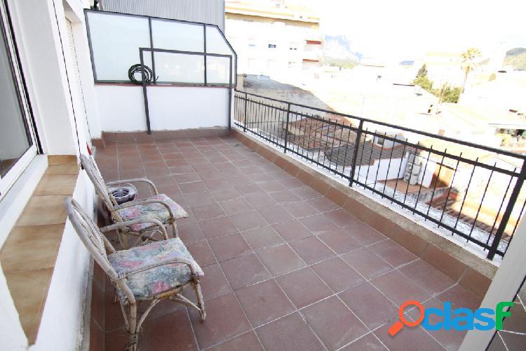 Piso reformado de 3 habitaciones con terraza de 20m2