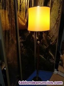 Antigua lámpara de pie