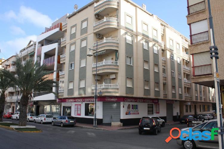 Bonito apartamento en plena avenida Habaneras con vista al