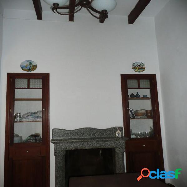 Casa de pueblo en venta en calle de guillem defak, 12,