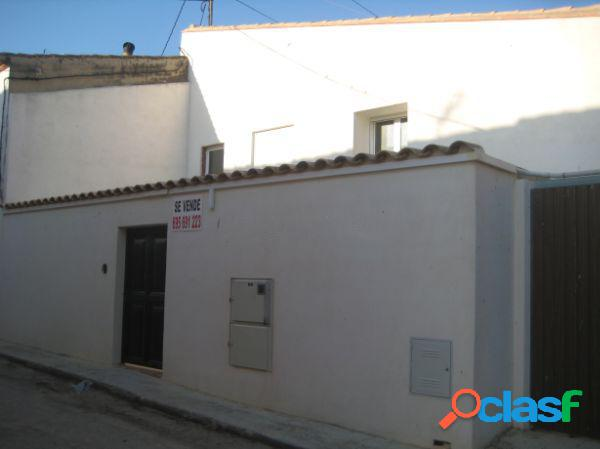 Casa independiente en venta en calle Mayor, Villena.