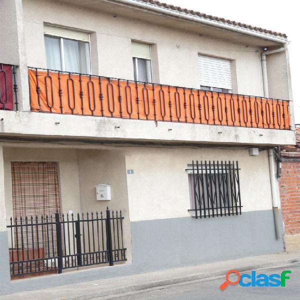 Chalet adosado en venta en calle Barrio Nuevo, 10,