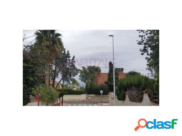 Chalet urbano para reformar en el centro de Montealcedo