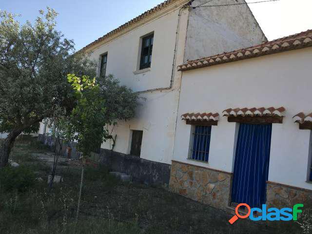 En venta finca con casa cueva en Guadix, Granada
