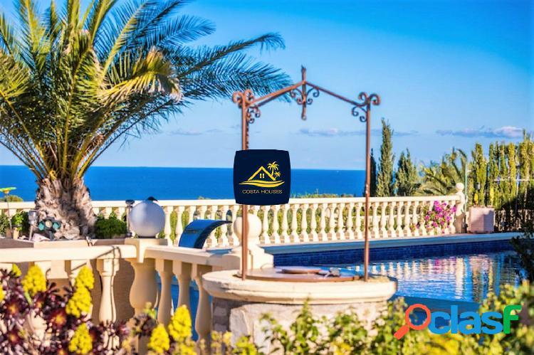 Lujosa Villa con Impresionantes vistas panorámicas al Mar y