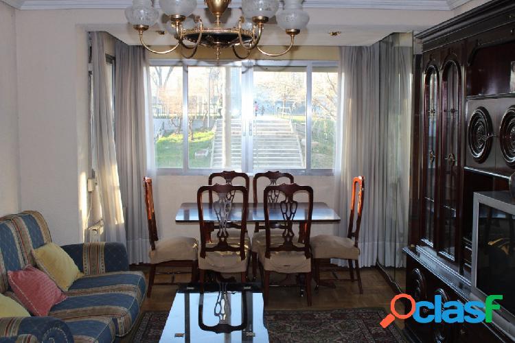 Piso de 3 dormitorios en Parque Eugenia de Montijo