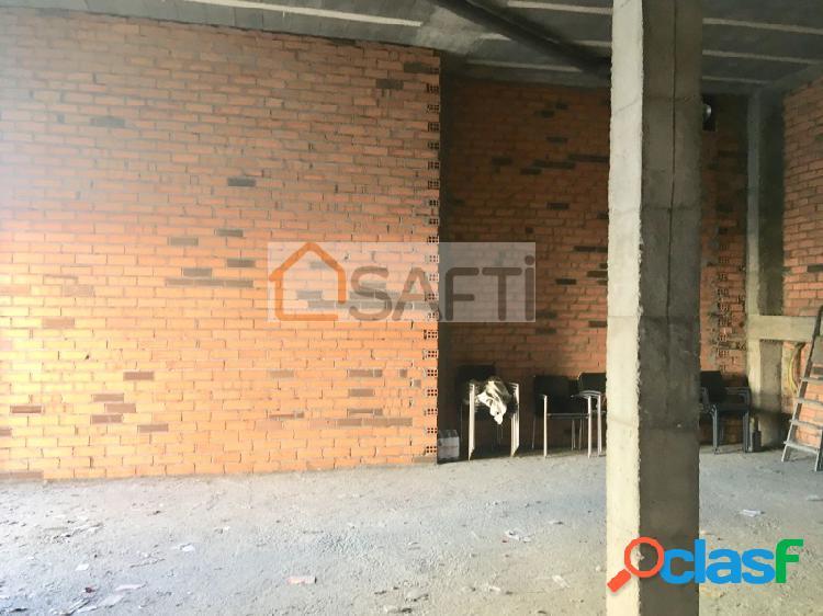 Se alquila bajo zona entrada principal de la residencia
