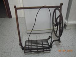 Vendo pedal y rueda de máquina de coser SINGER