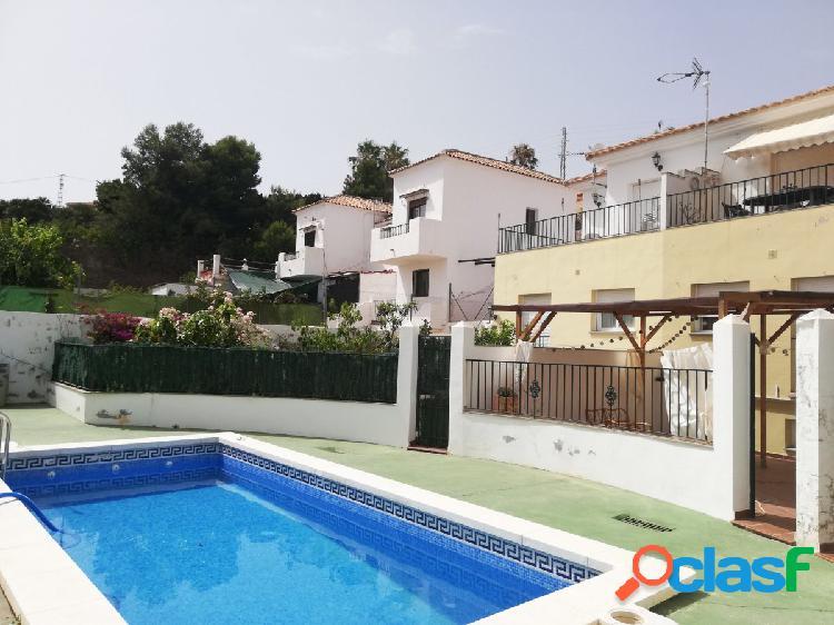 Casa en venta en Torrox Costa, 3 dormitorios y piscina
