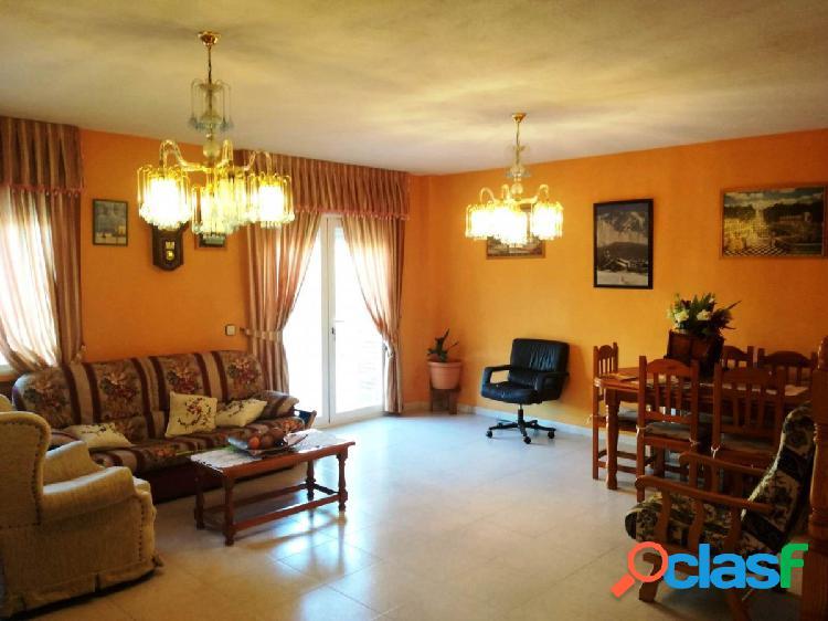 Chalet adosado con parcela de 277 m2 en Pantoja.