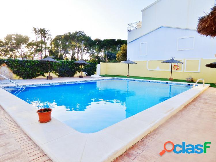 Chalet adosado junto Almajada, urbanización con piscina,