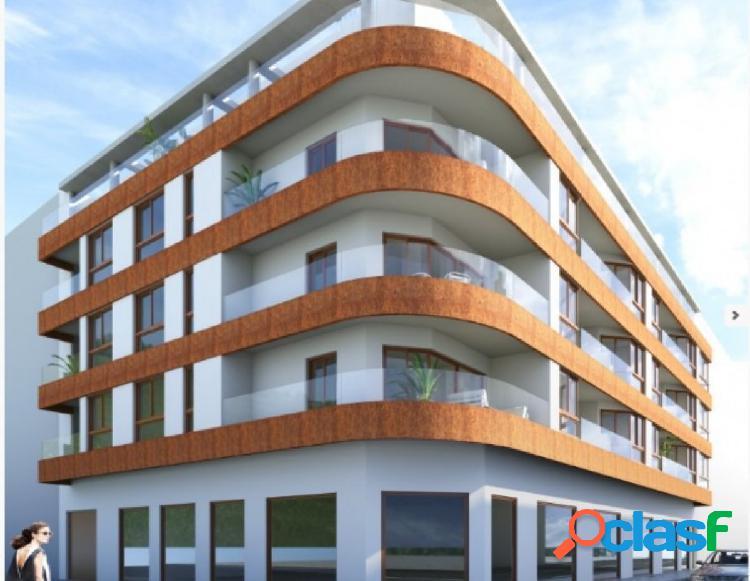 En el centro de Torrevieja nuevo edificio. Desde