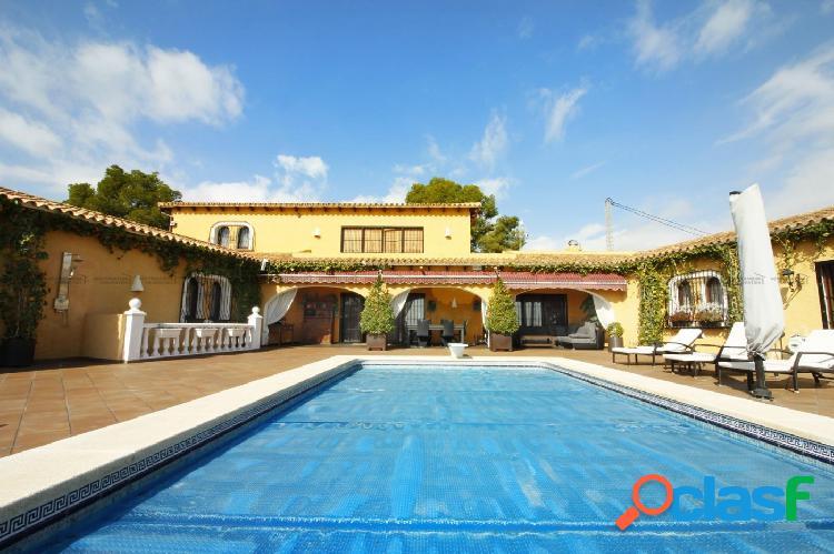 Magnífica villa de estilo mediterráneo con vistas al mar