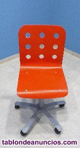 Vendo 3 sillas de madera pintadas en rojo