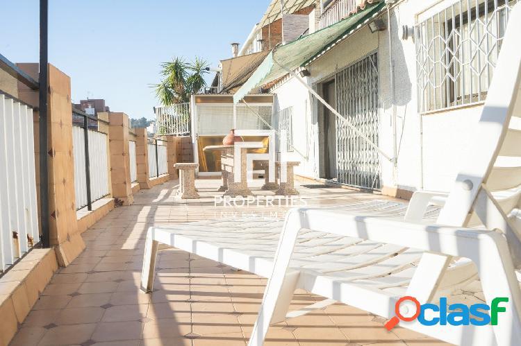 Ático con terraza amplia y soleada en una zona muy