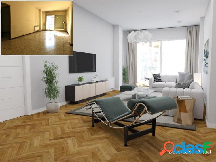 Amplio piso en el barrio de la Sagrada Familia con plaza de