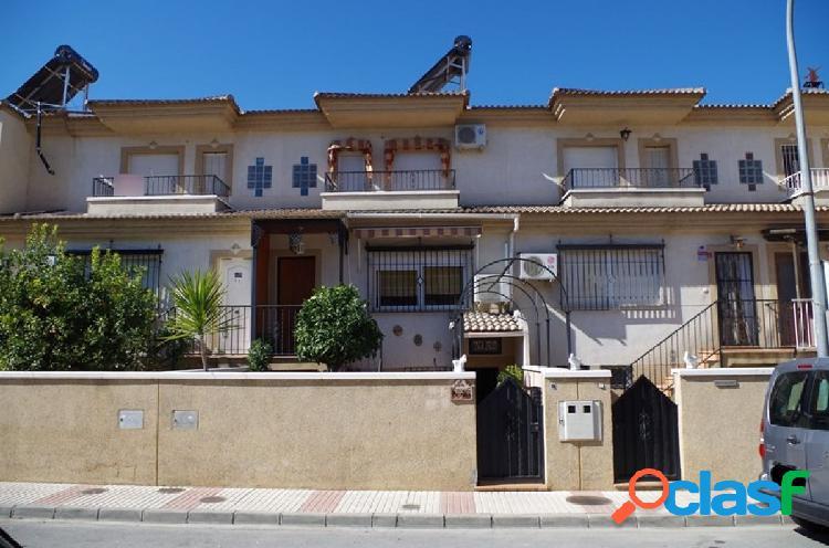 Bonita vivienda unifamiliar adosada en la localidad de