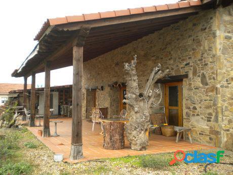 Casa de Piedra en Valverde de la Virgen.