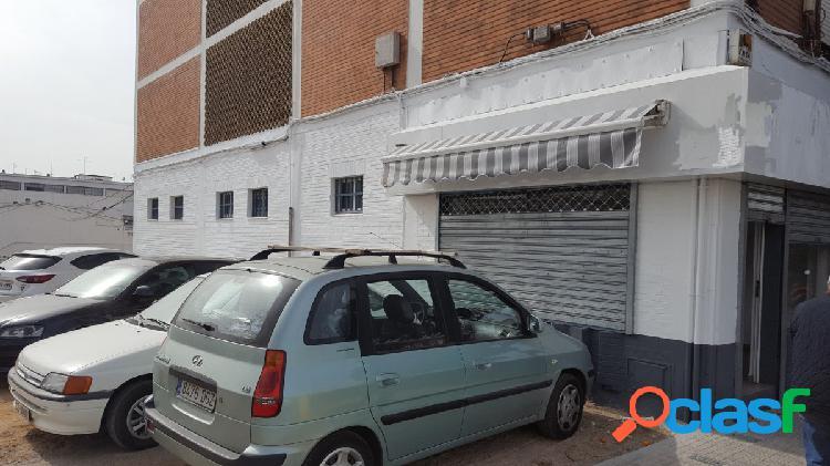 EXTRAORDINARIO LOCAL EN CARLOS III