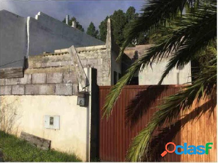 En venta casa con terreno en El Rosario.