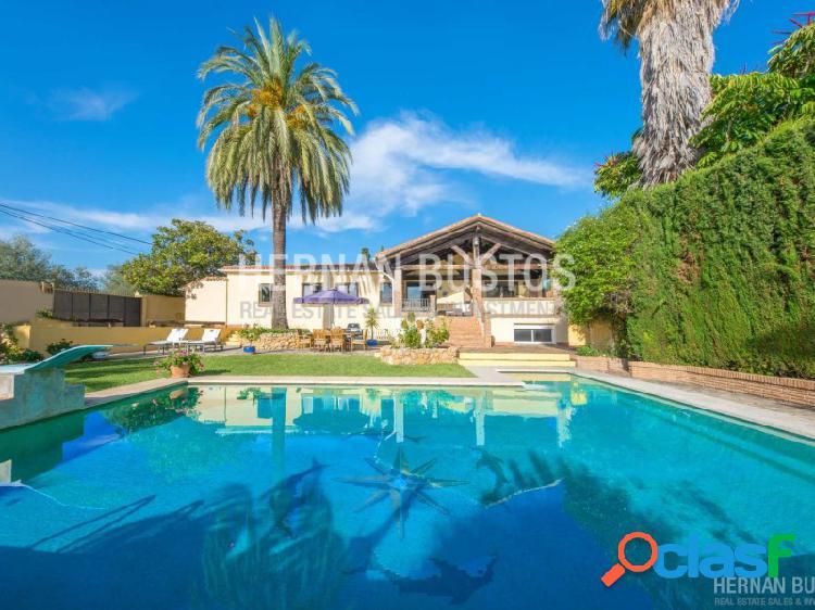 Gran Villa con casa de invitados independiente, en una