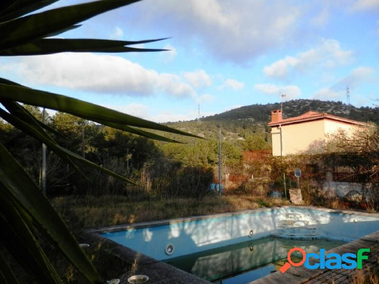 Parcela con piscina en venta en Canyelles