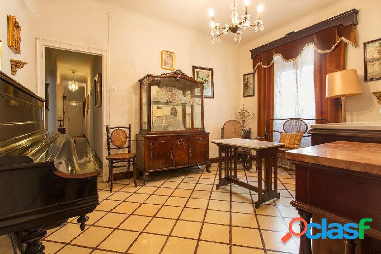 Piso de tres dormitorios en Pedro Antonio de Alarcon pegando