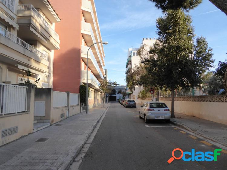 Plaza de aparcamiento en Ciudad Jardin.