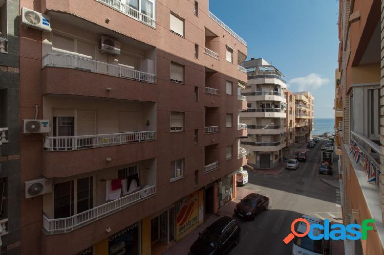 Apartamento de 3 dormitorios en zona Playa de Los Locos con