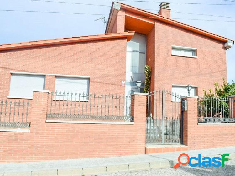 Casa seminueva en VENTA O ALQUILER CON OPC.COMPRA Gelida,