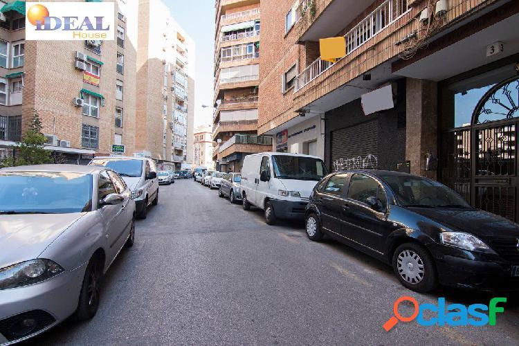 Ref: A4077V5. Local comercial entre Camino de Ronda y centro